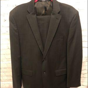 Guy Laroche 2 pace Suit size 42 L